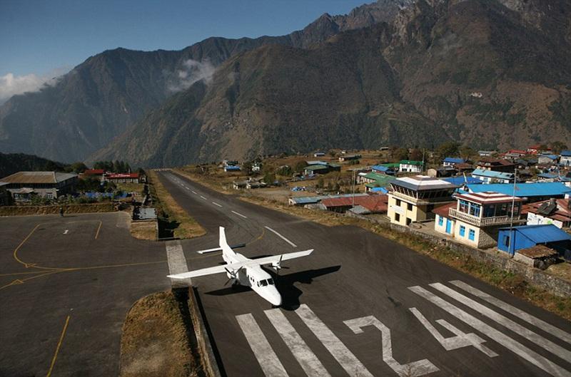 盘点世界惊险机场跑道 飞机从人头顶掠过