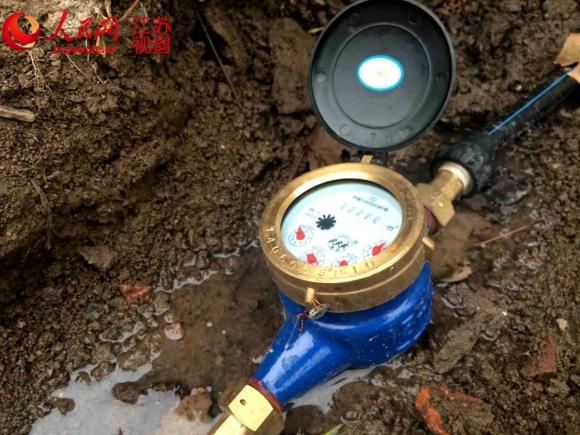 皂河镇政府重新铺设,安装好的自来水管道和水表图片