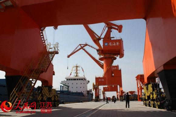江苏滨海港10万吨级码头通航 淮河流域出海打