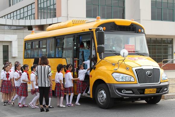 盐城大丰区首批29辆大鼻子国标校车开通