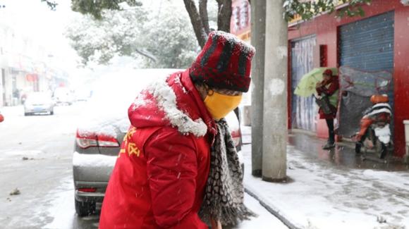 南京溧水扫雪倡议书应者云集 70岁老人上街