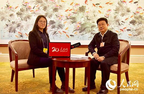 江苏省人社厅厅长戴元湖接受人民网专访