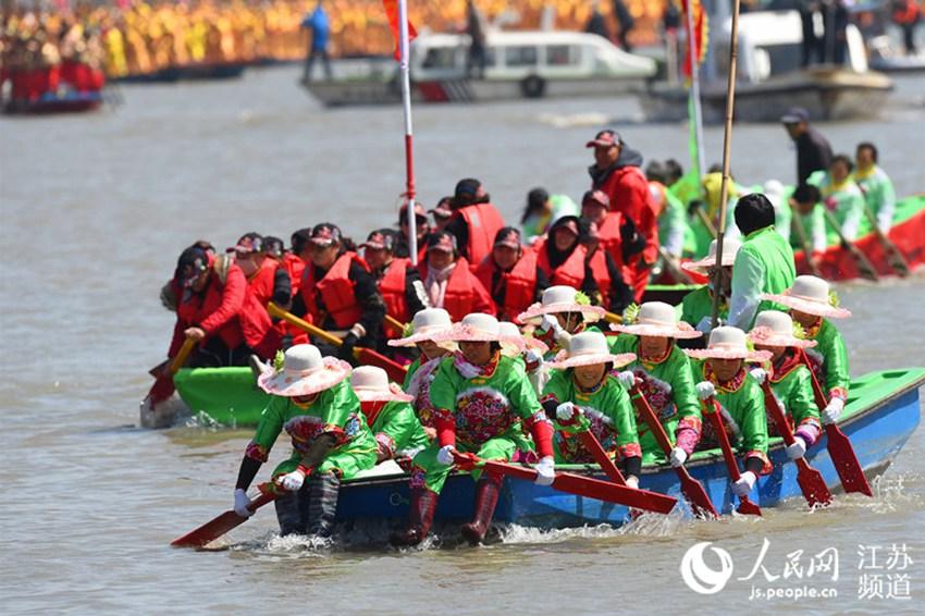 泰州溱潼会船节开幕:十里溱湖 千篙万桨
