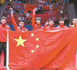 中国乒乓球队在世乒赛上卫冕女团和男团冠军,双双捧杯的次数都达到21次。不过,相对于国乒竞技成绩的无与伦比,乒乓球在国内的职业化却步履蹒跚。