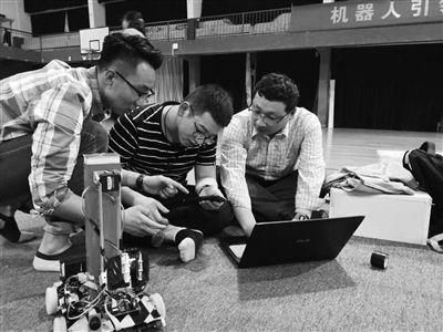 南理工泰州科技学院再夺机器人大赛冠军