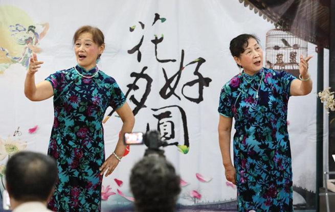 苏州举办迎中秋沪剧、越剧专场演出 受居民欢迎
