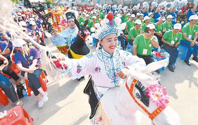 江苏各地以丰富多彩的活动庆祝首个农民丰收节