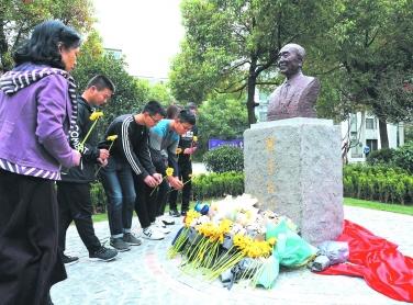 核科学家、中科院院士陈达塑像矗立南航校园