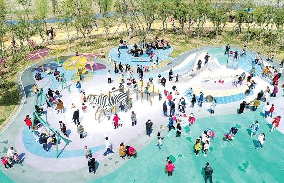 淮安:春暖白马湖生态旅游热