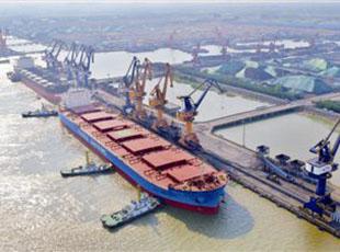 江苏靖江:百里江堤起宏图 迈向长江未来港