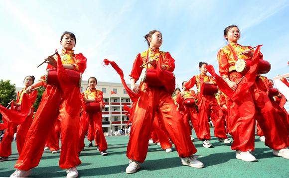 江苏东海:安塞腰鼓进校园 学生传承传统文化