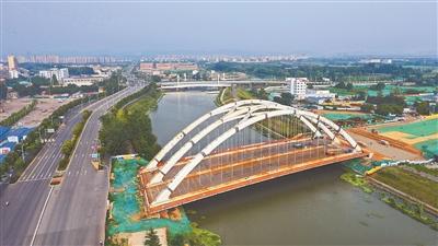 南京外秦淮河上架起江苏省内最大系杆拱桥
