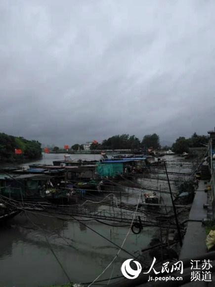 """扬州:提醒渔船尽快回港全力抵御""""利奇马"""""""