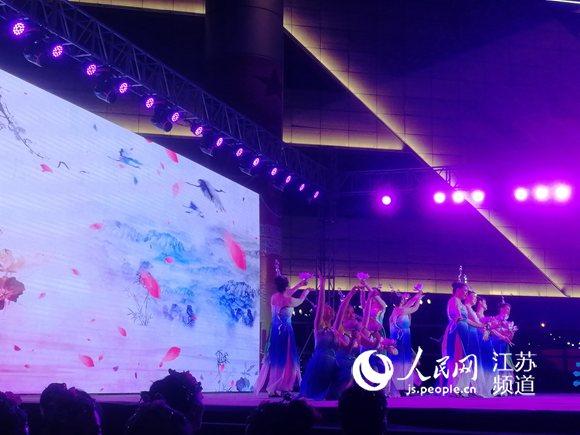 """""""我和我的祖国""""全国广场舞在江苏海安展演"""