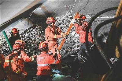 无锡高架桥侧翻事故救援基本完成多人被依法采取强制措施