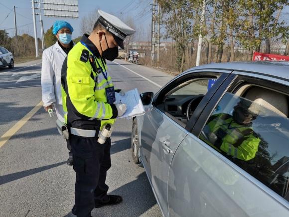 """揚州警嫂寫下戰""""疫""""聲援書:警察不返,警嫂也不退"""