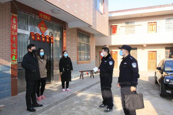 江蘇海安民警沖在防疫一線每天工作超16小時