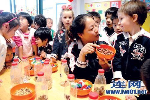 连云港一幼儿园组织小朋友识别五谷杂粮