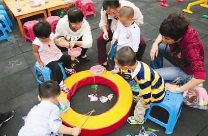 幼儿园托班教学视频_广州一小学小班教学再创新语数