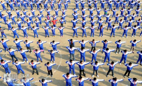 小学生体育_龙泉河小学体育节手抄报二学生天地龙泉河小