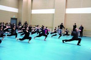 美国舞蹈家获奖中学生跳现代舞高中语文公开课指导说课稿图片
