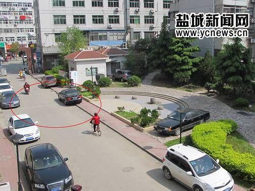 小区车辆占用通道 2起火灾消防车均无法进入
