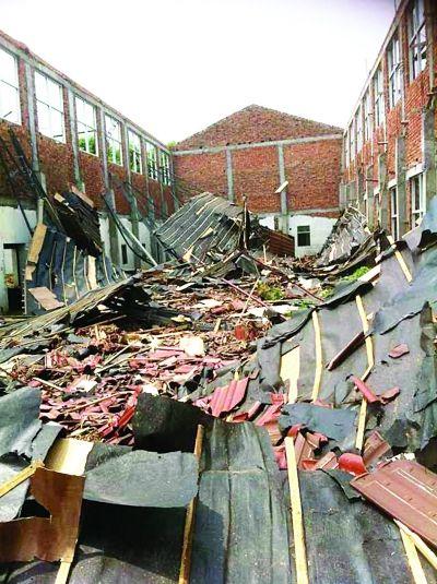 溧水一厂房改造时坍塌 5人屋顶坠落受伤