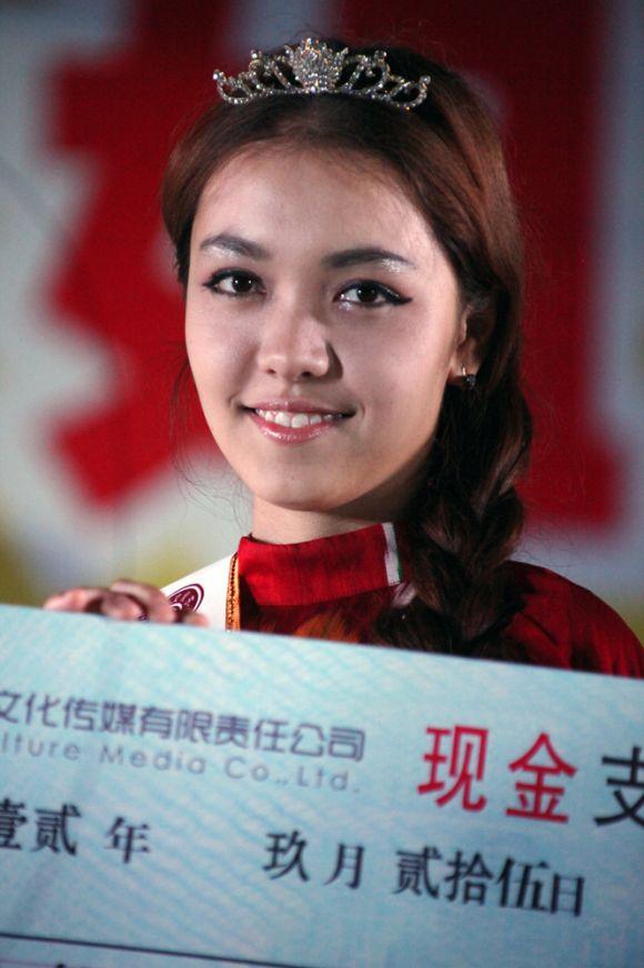 楼兰小姐大赛 18岁大学生性感热舞夺冠