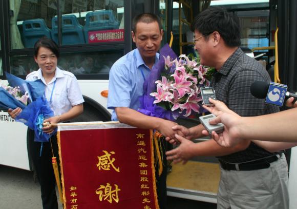 南通好司机殷红彬获2011最美中国人
