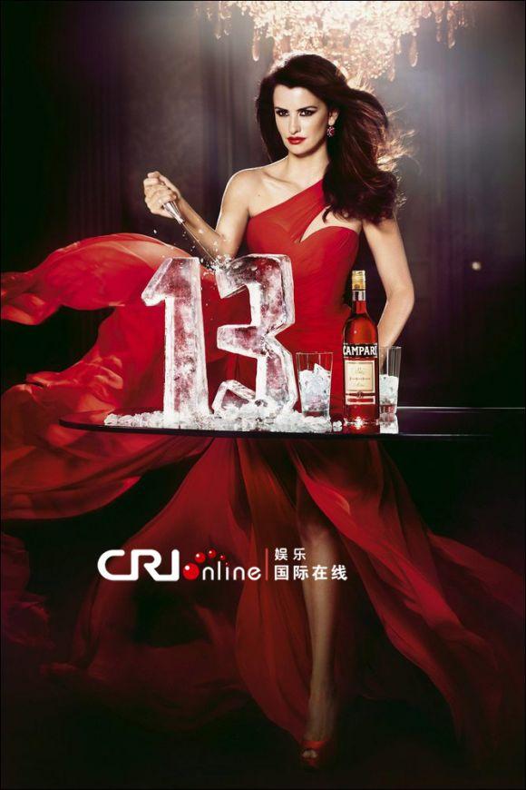 佩内洛普拍性感写真 妩媚红裙尽显女人魅力