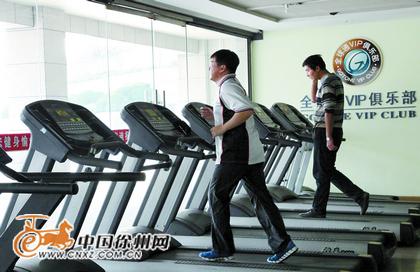 市民广场下沉式广场里的健身房-徐州新城区生活配套渐趋完善 餐饮超