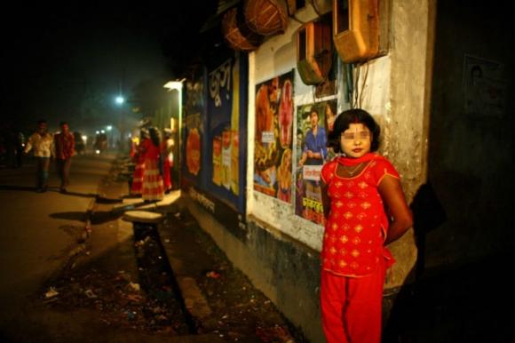 """揭秘孟加拉国女童妓 为丰满用药物""""催熟"""""""