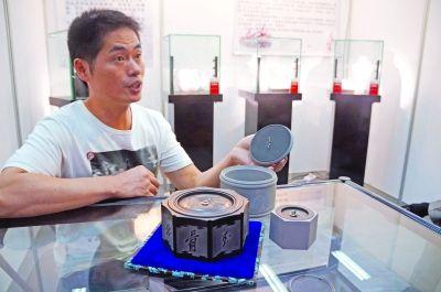 昨天,2013江苏工艺美术精品博览会在南京规划建设展览馆图片