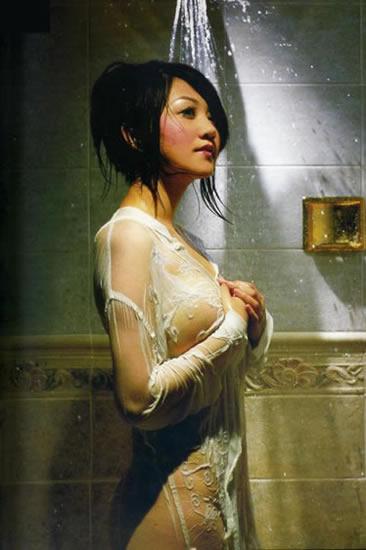 巨乳熟女夏目理绪_钟丽缇莫小棋孙菲菲女星踩裙走光秀身材图