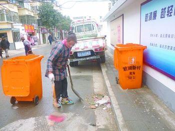 盐城盐南新村垃圾无人清扫和清运堆成小山