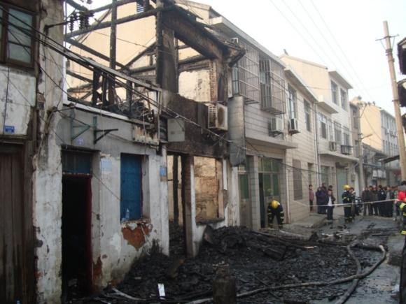 常州一木结构老房子着火