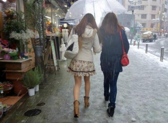 东京遭遇年轻大雪罕见短裙仍光腿穿高中临江市女孩图片