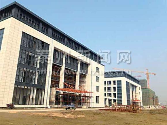泰州学院新校区一期主体工程封顶
